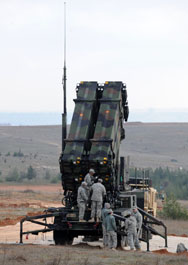 U.S. soldiers work on a Patriot missile system at a Turkish military base in Gaziantep in February 2013. A new congressional audit has concluded that the Defense Department risks delays and inefficiencies in implementing its plan for European missile defense due to a lack of comprehensive planning.