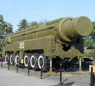 A Soviet intermediate-range SS-20 Saber missile on display in Kiev, Ukraine, in June 2011. An issue expert recommends that the United States publicly air its concerns about recent Russian compliance with a bilateral treaty that bans all intermediate-range missiles.