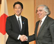 U.S. Secretary of Energy Ernest Moniz, right, seen last October being welcomed by Japanese Foreign Minister Fumio Kishida at the latter's offices in Tokyo. Moniz and Yosuke Isozaki, an adviser to Japanese Prime Minister Shinzo Abe, on Monday announced new cooperation on nuclear security initiatives at a 53-nation summit in the Netherlands.