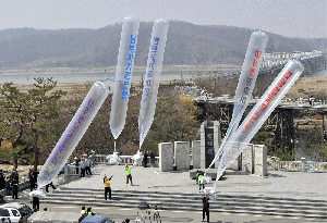 (Apr. 6) -South Korean activists release propaganda-laden balloons today following North Korea's rocket launch (Jung Yeon-je/Getty Images).