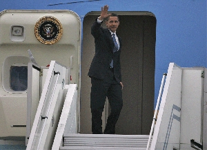 (Apr. 6) -U.S. President Barack Obama waves yesterday as he leaves Prague, where he touted a plan for promoting global nuclear disarmament (Michal Cizek/Getty Images).