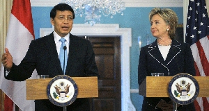 (Jun. 9) -Indonesian Foreign Minister Hassan Wirajuda meets yesterday with U.S. Secretary of State Hillary Clinton. Wirajuda said his country would ratify the Comprehensive Nuclear Test Ban treaty once the United States does so (Tim Sloan/Getty Images).