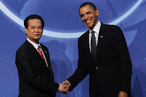 (Aug. 5) -Vietnamese Prime Minister Nguyen Tan Dung, left, poses with U.S. President Barack Obama at the Global Nuclear Security Summit in Washington last April. Some experts have criticized the Obama administration for negotiating a civilian nuclear trade pact with Vietnam that could give uranium enrichment rights to the Asian nation (Jewel Samad/Getty Images).