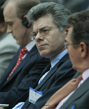 (Nov. 19) -Gary Samore, U.S. National Security Council coordinator for arms control and nonproliferation, shown in 2005. Samore yesterday said agreement had been reached with a pivotal Senate Republican regarding funds for the nuclear complex, despite continuing differences about ratification of a U.S.-Russian arms agreement this year (Atta Kenare/Getty Images).