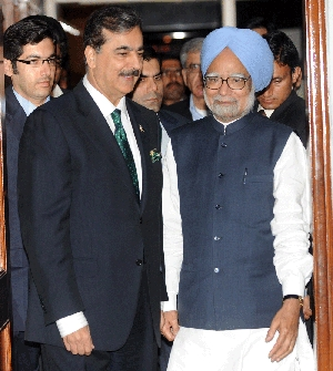 (Mar. 30) -Pakistani Prime Minister Yusuf Raza Gilani and Indian Prime Minister Manmohan Singh on Wednesday arrive for a dinner on the sidelines of the India-Pakistan World Cup cricket match in Mohali, India. Islamabad and New Delhi should pledge to continue talks on nuclear confidence building measures regardless of whether Pakistani extremists launch new attacks in India, specialists said (Raveendran/Getty Images).