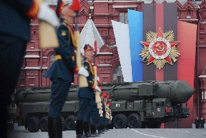 (Jun. 2) -A Russian Topol-M ICBM, shown on display at a parade last month in Moscow's Red Square. Russia's quantity of deployed strategic nuclear warheads is already below the maximum permitted by a new arms control treaty with the United States (Natalia Kolesnikova/Getty Images).