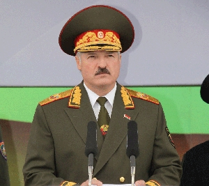 "(Aug. 22) -Belarusian President Alexander Lukashenko speaks at a military parade in Minsk last month. The Obama administration said it was ""disappointed"" with Belarus' cancellation of a program to transfer its highly enriched uranium to Russia (Nikolai Petrov/Getty Images)."