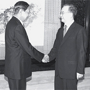 Vice-chairman of the SPDC Maung Aye meets Chinese Prime Minister Wen Jiabao in Beijing in June 2009.